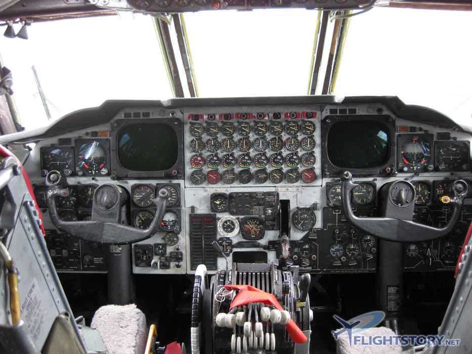 Cockpit Photos - Inside B-52 Stratofortress at Flightstory.net ...