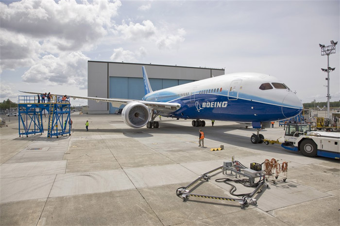 Boeing 787 Dreamliner Moved to Flight Line (N787BA)