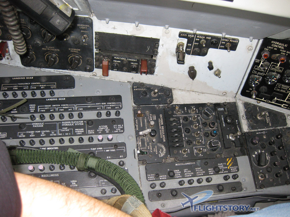 Boeing B-52 Stratofortress Cockpit Pilot Left Side Panel