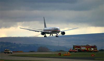 American Airlines Boeing 767-323/ER (N386AA) Emergency Landing Manchester