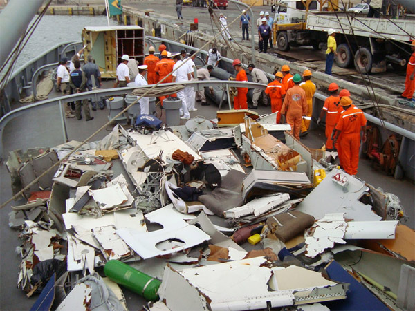 AF447 - Airbus A330-200 F-GZCP Wreckage on Brazil Navy Ship